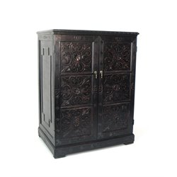 Wayborn Benfu TV Armoire in Antique Black