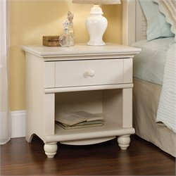 Nightstand in Antique White
