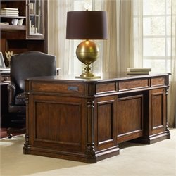 Hooker Leesburg Executive Desk in Mahogany