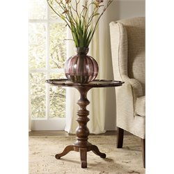 Hooker Leesburg Round Accent Pedestal Table in Mahogany
