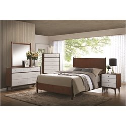 Coaster Oakwood 5 Piece Queen Panel Bedroom Set in Golden Brown