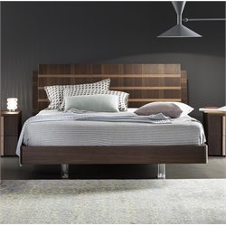 Rossetto Tratto Queen Platform Bed in Rich Oak